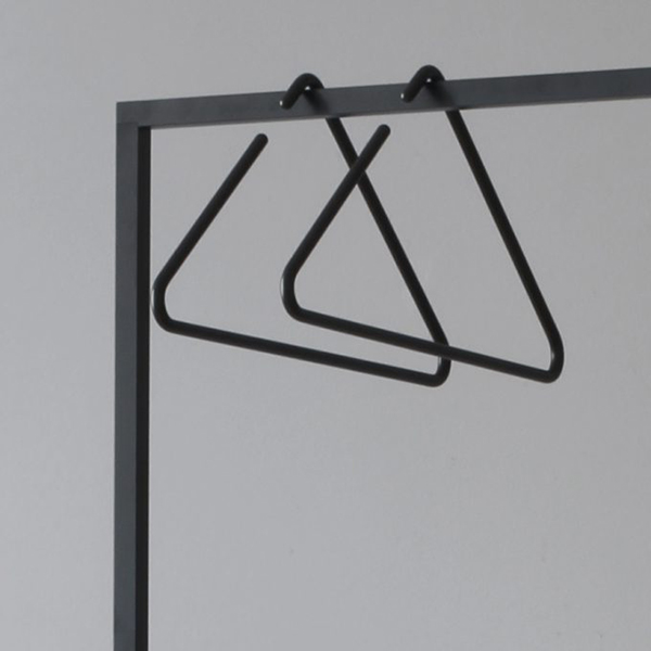 Roomsafari Triangle Coathanger Zwart